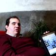 Jonathan Chacón, de 31 años y ciego desde hace más de 15 es el primer desarrollador invidente en el mundo que ha conseguido vender en la tienda de aplicaciones de...